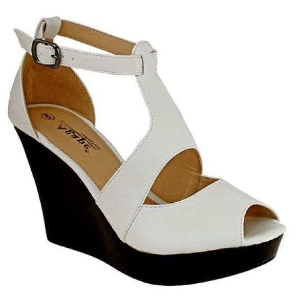 0add950ebc6e White Pasadena Wedge Sandal. NWT. Agape
